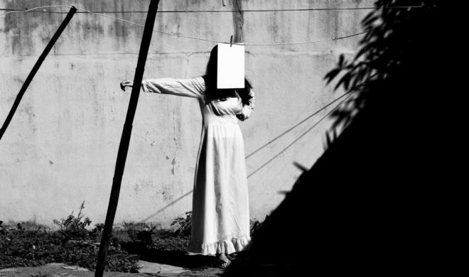 Ariela Bueno e sua busca sincera entre luz e sombra